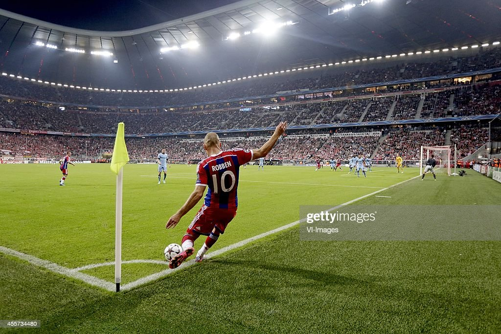 Arjen Robben of Bayern Munchen takes a corner at the Allianz Arena during the UEFA Champions League group E match between Bayern Munich and...