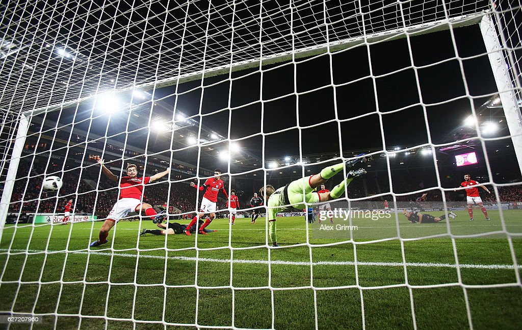 Arjen Robben of Bayern Munich scores a goal past Jonas Loessl of FSV Mainz 05 during the Bundesliga match between 1. FSV Mainz 05 and Bayern Muenchen at Opel Arena on December 2, 2016 in Mainz, Germany.