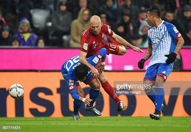 Arjen Robben of Bayern Munich takes on Kim JinSu and Eduardo Vargas of Hoffenheim during the Bundesliga match between FC Bayern Muenchen and 1899...
