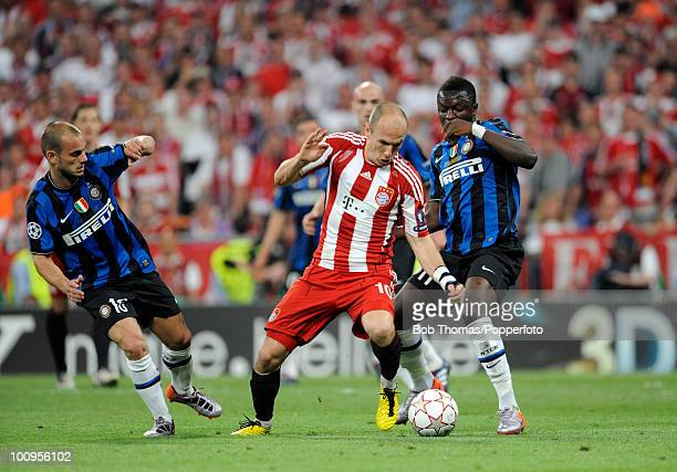 Arjen Robben of Bayern Munich watched by Wesley Sneijder and Sulley Muntari of Inter Milan during the UEFA Champions League Final match between...