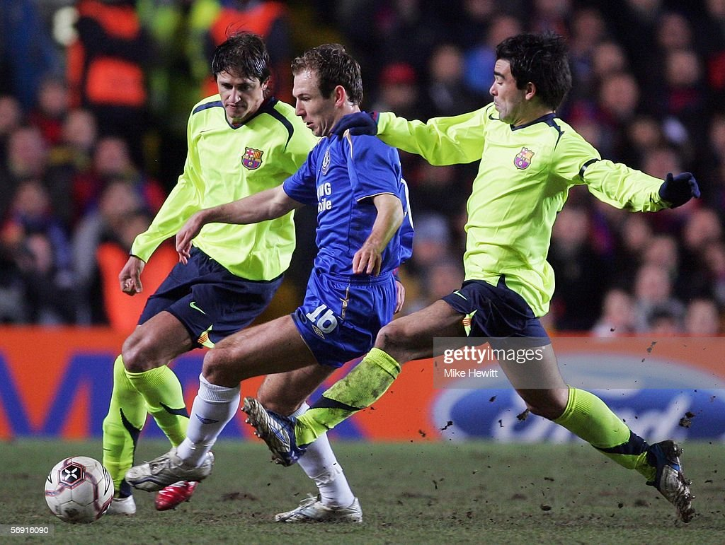 Arjen Robben of Chelsea takes on Edmilson and Deco of Barcelona during the UEFA Champions League Round of 16, First Leg match between Chelsea and Barcelona at Stamford Bridge on February 22, 2006 in London, England.