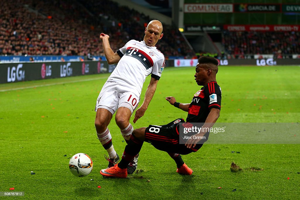 <a gi-track='captionPersonalityLinkClicked' href=/galleries/search?phrase=Arjen+Robben&family=editorial&specificpeople=194740 ng-click='$event.stopPropagation()'>Arjen Robben</a> of FC Bayern Muenchen battles for the ball with Wendell of Bayer Leverkusen during the Bundesliga match between Bayer Leverkusen and FC Bayern Muenchen at BayArena on February 6, 2016 in Leverkusen, Germany.