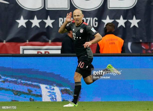 Arjen Robben of FC Bayern Muenchen celebrates after scoring the winning goal during the Bundesliga match between RB Leipzig and Bayern Muenchen at...