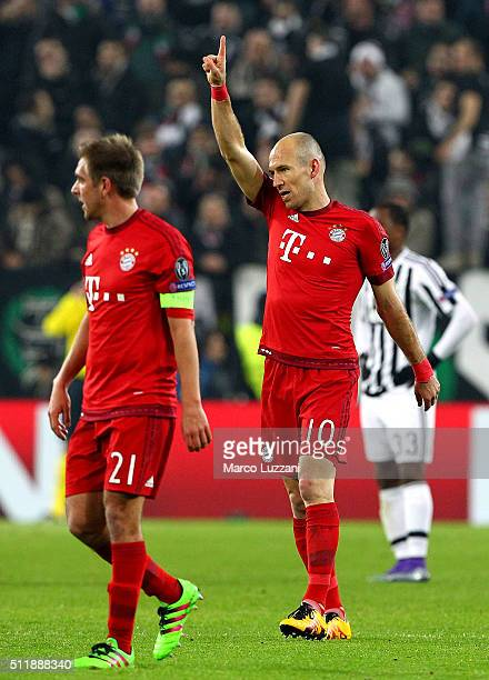 Arjen Robben of FC Bayern Muenchen celebrates his goal during the UEFA Champions League Round of 16 first leg match between Juventus and FC Bayern...
