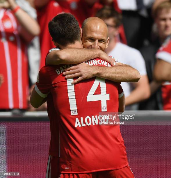 Arjen Robben of FC Bayern Muenchen celebrates with his teammates after scoring his team's first goal during the Bundesliga match between Bayern...