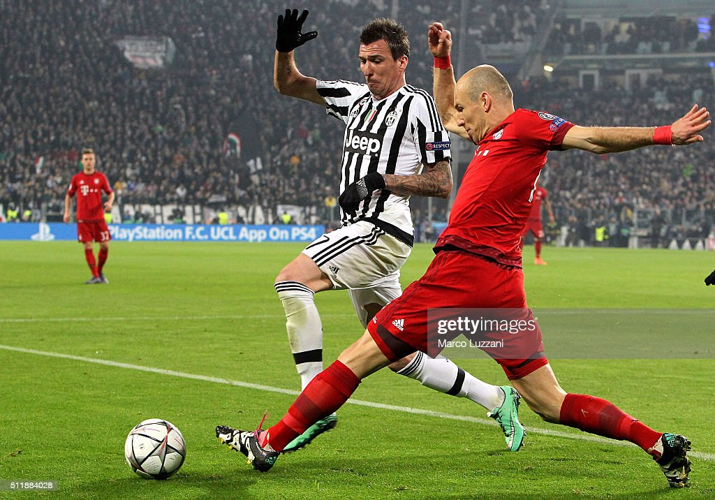 Arjen Robben of FC Bayern Muenchen is challenged by Mario Mandzukic of Juventus FC during the UEFA Champions League Round of 16 first leg match...
