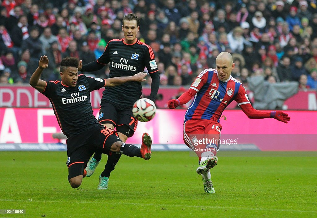 Arjen Robben of FC Bayern scores the third goal during the Bundesliga match between FC Bayern Muenchen and Hamburger SV at Allianz Arena on February...