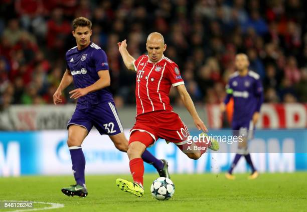 Arjen Robben of Muenchen and Leander Dendoncker of Anderlecht battle for the ball during the UEFA Champions League group B match between Bayern...