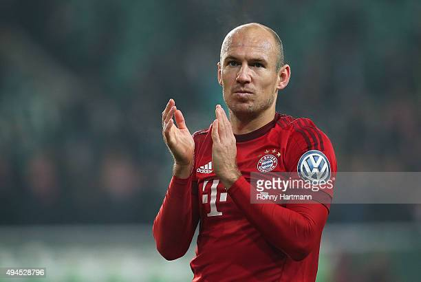 Arjen Robben of Muenchen applauds the fans after the DFB Cup second round match between VfL Wolfsburg and FC Bayern Muenchen at Volkswagen Arena on...