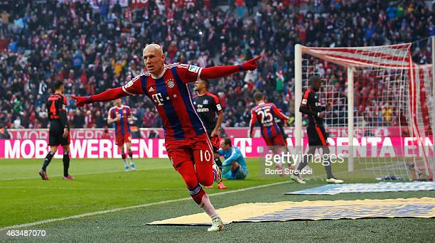 Arjen Robben of Muenchen celebrates after scoring his team's fourth goal during the Bundesliga match between FC Bayern Muenchen and Hamburger SV at...