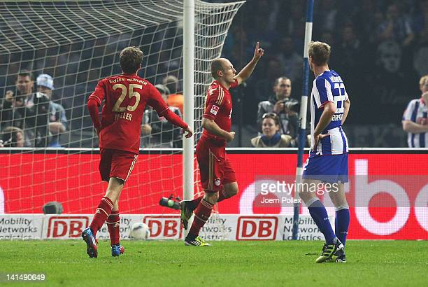 Arjen Robben of Muenchen celebrates after scoring his team's third goal during the Bundesliga match between Hertha BSC Berlin and FC Bayern Muenchen...