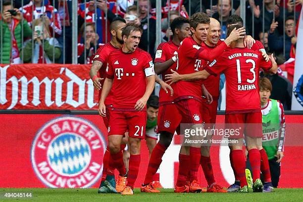 Arjen Robben of Muenchen celebrates scoring the opening goal with his team mates during the Bundesliga match between FC Bayern Muenchen and 1 FC...