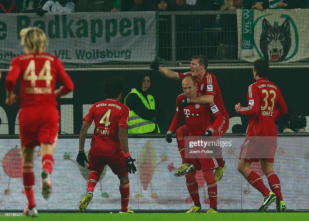 <a gi-track='captionPersonalityLinkClicked' href=/galleries/search?phrase=Arjen+Robben&family=editorial&specificpeople=194740 ng-click='$event.stopPropagation()'>Arjen Robben</a> (3rd L) of Muenchen celebrates with his team mates after scoring his team's second goal during the Bundesliga match between VfL Wolfsburg and FC Bayern Muenchen at Volkswagen Arena on February 15, 2013 in Wolfsburg, Germany.