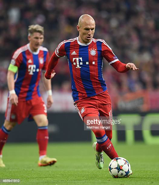 Arjen Robben of Muenchen controls the ball during the UEFA Champions League Round of 16 second leg match between FC Bayern Muenchen and FC Shakhtar...