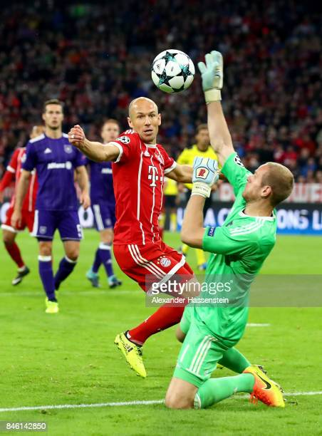 Arjen Robben of Muenchen fails to score over Matz Sels goalkeeper of Anderlecht during the UEFA Champions League group B match between Bayern...