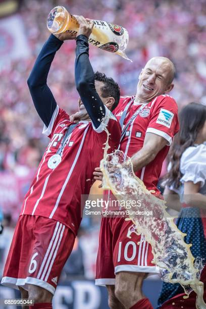 Arjen Robben of Muenchen gets a beer shower by Thiago of Muenchen after the Bundesliga match between Bayern Muenchen and SC Freiburg at Allianz Arena...