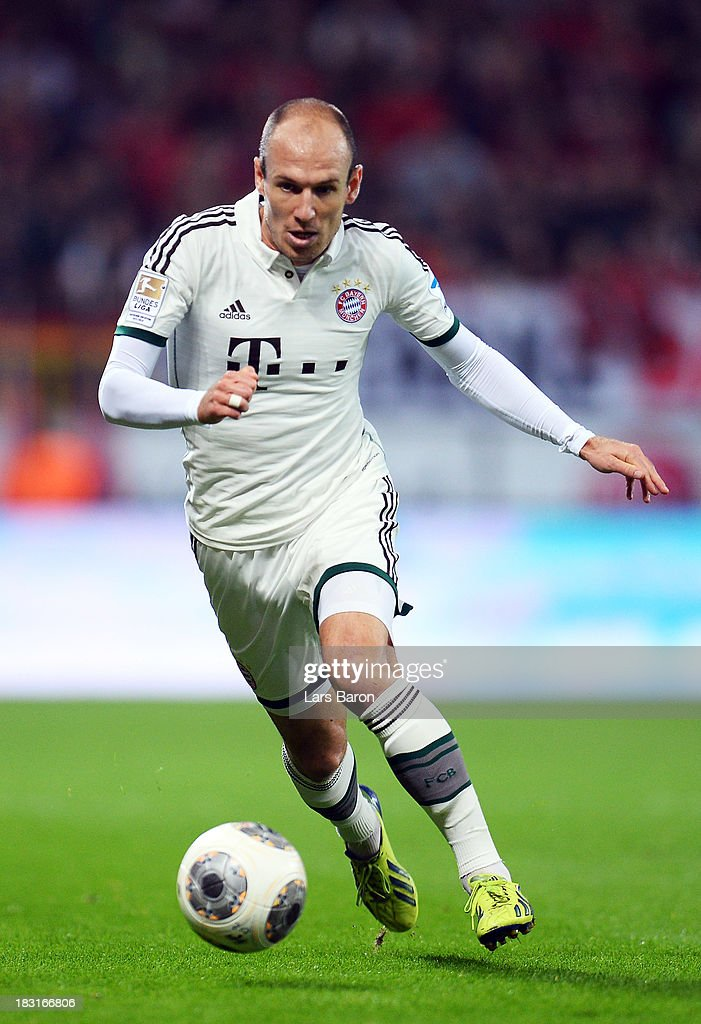 Arjen Robben of Muenchen runs with the ball during the Bundesliga match between Bayer Leverkusen and FC Bayern Muenchen at BayArena on October 5, 2013 in Leverkusen, Germany.
