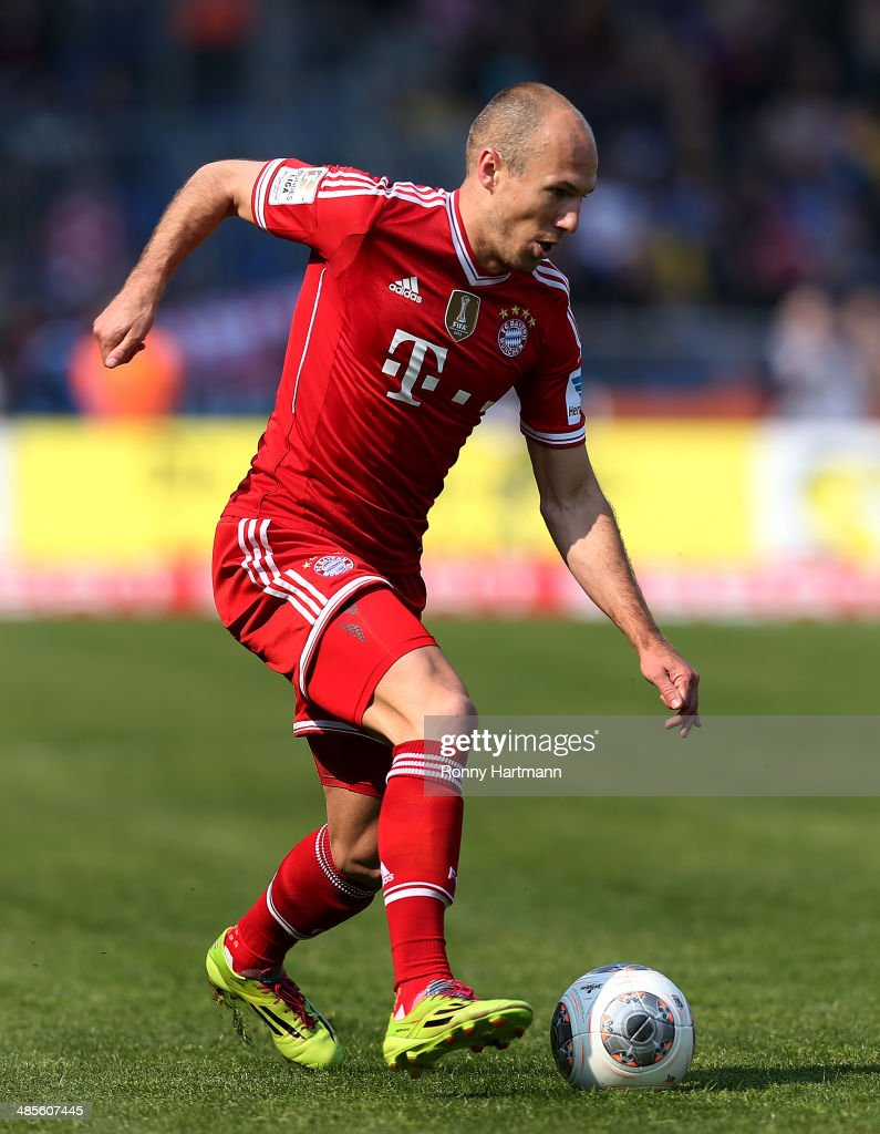 <a gi-track='captionPersonalityLinkClicked' href=/galleries/search?phrase=Arjen+Robben&family=editorial&specificpeople=194740 ng-click='$event.stopPropagation()'>Arjen Robben</a> of Muenchen runs with the ball during the Bundesliga match between Eintracht Braunschweig and FC Bayern Muenchen at Eintracht Stadion on April 19, 2014 in Braunschweig, Germany.