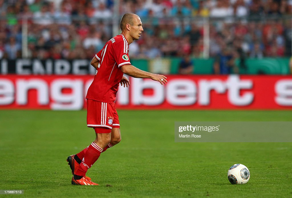 <a gi-track='captionPersonalityLinkClicked' href=/galleries/search?phrase=Arjen+Robben&family=editorial&specificpeople=194740 ng-click='$event.stopPropagation()'>Arjen Robben</a> of Muenchen runs with the ball during the DFB Cup first round match between BSV SW Rehden and Bayern Muenchen at osnatel Arena on August 5, 2013 in Osnabrueck, Germany.