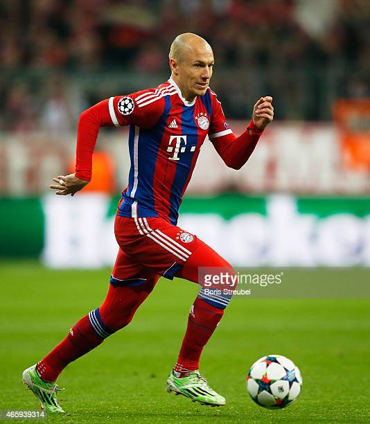 Arjen Robben of Muenchen runs with the ball during the UEFA Champions League Round of 16 second leg match between FC Bayern Muenchen and FC Shakhtar...