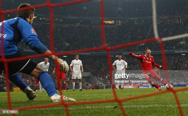 Arjen Robben of Muenchen scores his second team goal wih a penalty kick during the Bundesliga match between FC Bayern Muenchen and SC Freiburg at...