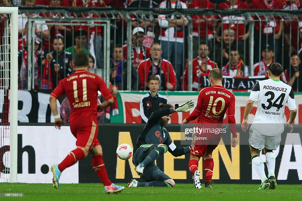 <a gi-track='captionPersonalityLinkClicked' href=/galleries/search?phrase=Arjen+Robben&family=editorial&specificpeople=194740 ng-click='$event.stopPropagation()'>Arjen Robben</a> (2R) of Muenchen scores his team's second goal against goalkeeper <a gi-track='captionPersonalityLinkClicked' href=/galleries/search?phrase=Diego+Benaglio&family=editorial&specificpeople=543817 ng-click='$event.stopPropagation()'>Diego Benaglio</a> and Ricardo Rodriguez of Wolfsburg during the DFB Cup Semi Final match between Bayern Muenchen and VfL Wolfsburg at Allianz Arena on April 16, 2013 in Munich, Germany.