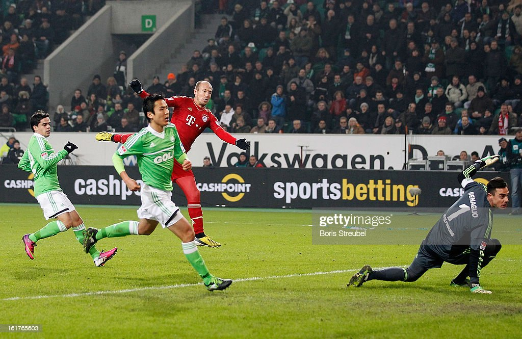 <a gi-track='captionPersonalityLinkClicked' href=/galleries/search?phrase=Arjen+Robben&family=editorial&specificpeople=194740 ng-click='$event.stopPropagation()'>Arjen Robben</a> (2.R) of Muenchen scores his team's second goal during the Bundesliga match between VFL Wolfsburg and FC Bayern Muenchen at Volkswagen Arena on February 15, 2013 in Wolfsburg, Germany.