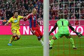 Arjen Robben of Muenchen scores the 3rd team goal against Oliver Baumann keeper of Hoffenheim during the Bundesliga match between FC Bayern Muenchen...