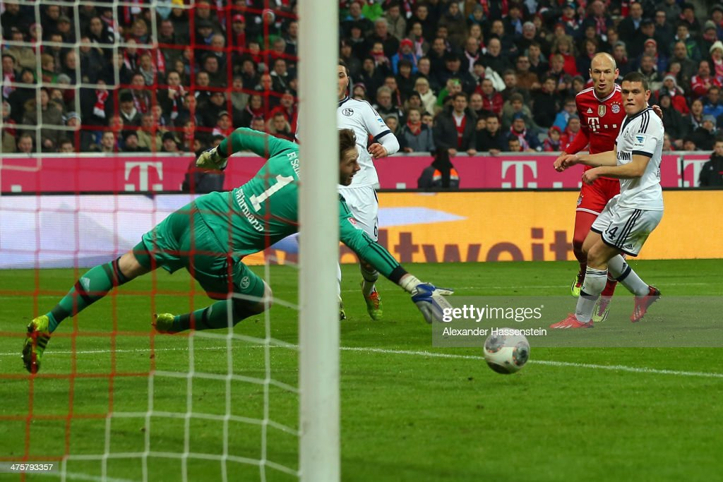 <a gi-track='captionPersonalityLinkClicked' href=/galleries/search?phrase=Arjen+Robben&family=editorial&specificpeople=194740 ng-click='$event.stopPropagation()'>Arjen Robben</a> (2nd R) of Muenchen scores the 4th team goal against <a gi-track='captionPersonalityLinkClicked' href=/galleries/search?phrase=Kyriakos+Papadopoulos&family=editorial&specificpeople=5446261 ng-click='$event.stopPropagation()'>Kyriakos Papadopoulos</a> (R) of Schalke and his keeper <a gi-track='captionPersonalityLinkClicked' href=/galleries/search?phrase=Ralf+Faehrmann&family=editorial&specificpeople=808591 ng-click='$event.stopPropagation()'>Ralf Faehrmann</a> during the Bundesliga match between FC Bayern Muenchen and FC Schalke 04 at Allianz Arena on March 1, 2014 in Munich, Germany.