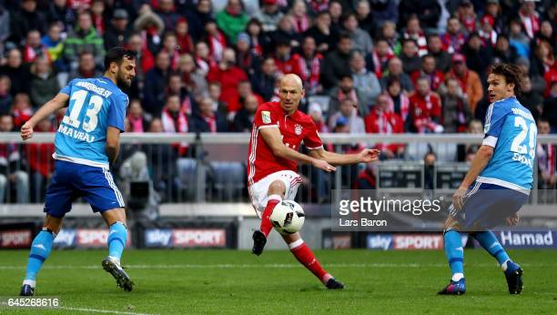 Arjen Robben of Muenchen scores the 8th goal during the Bundesliga match between Bayern Muenchen and Hamburger SV at Allianz Arena on February 25...