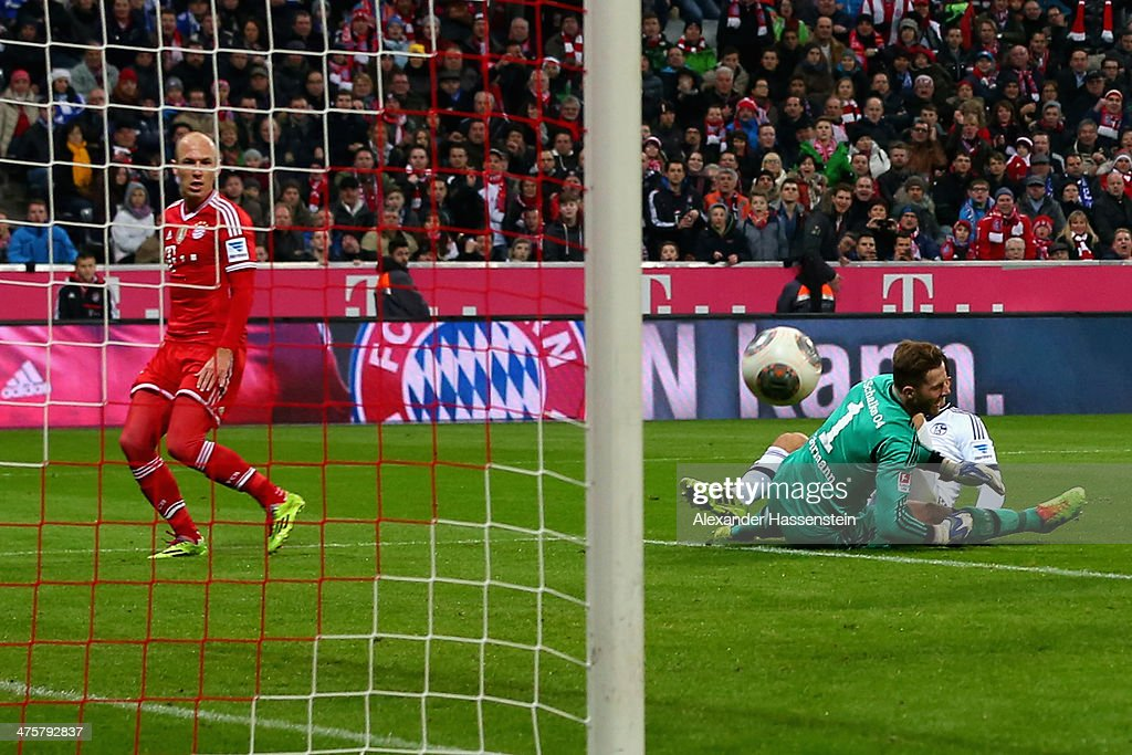 <a gi-track='captionPersonalityLinkClicked' href=/galleries/search?phrase=Arjen+Robben&family=editorial&specificpeople=194740 ng-click='$event.stopPropagation()'>Arjen Robben</a> (L) of Muenchen scores the second team goal against <a gi-track='captionPersonalityLinkClicked' href=/galleries/search?phrase=Kyriakos+Papadopoulos&family=editorial&specificpeople=5446261 ng-click='$event.stopPropagation()'>Kyriakos Papadopoulos</a> (R) of Schalke and his keeper <a gi-track='captionPersonalityLinkClicked' href=/galleries/search?phrase=Ralf+Faehrmann&family=editorial&specificpeople=808591 ng-click='$event.stopPropagation()'>Ralf Faehrmann</a> during the Bundesliga match between FC Bayern Muenchen and FC Schalke 04 at Allianz Arena on March 1, 2014 in Munich, Germany.