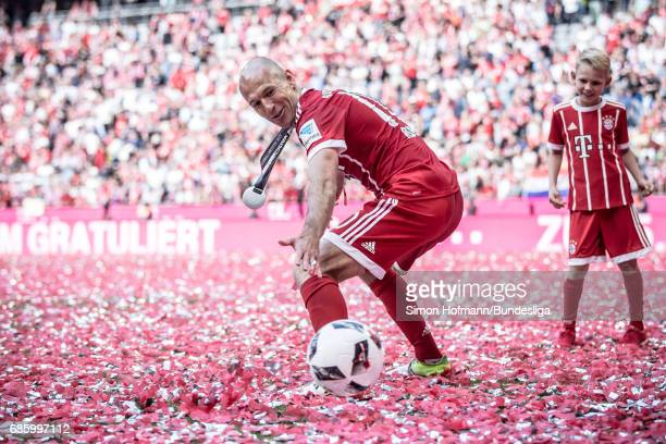 Arjen Robben of Muenchen tries to make a save as he plays with children after the Bundesliga match between Bayern Muenchen and SC Freiburg at Allianz...