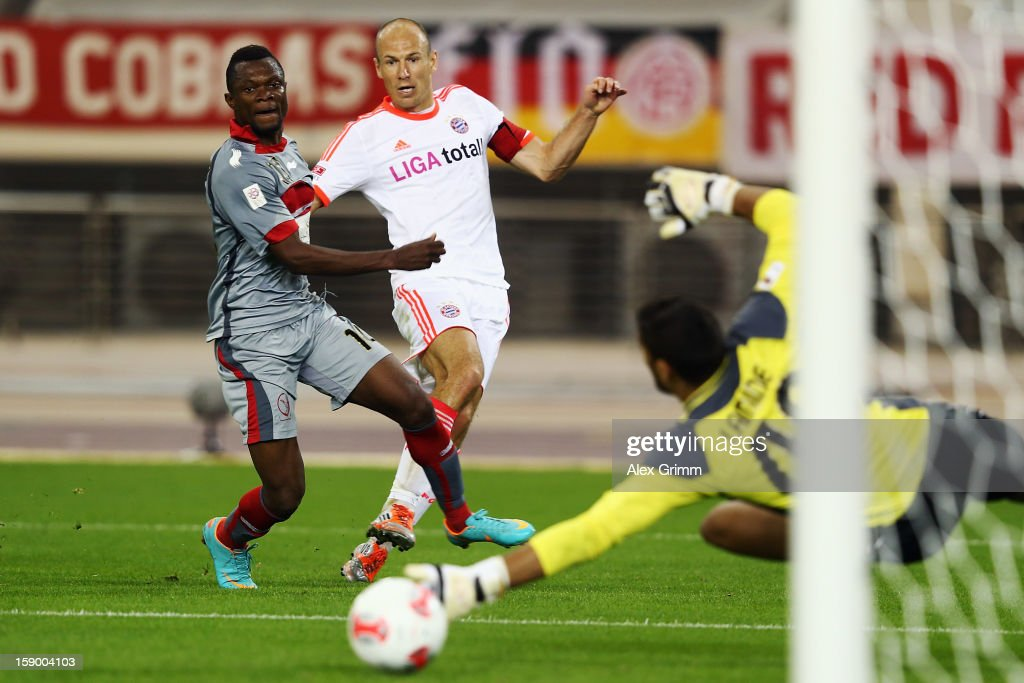 <a gi-track='captionPersonalityLinkClicked' href=/galleries/search?phrase=Arjen+Robben&family=editorial&specificpeople=194740 ng-click='$event.stopPropagation()'>Arjen Robben</a> (C) of Muenchen tries to score against goalkeeper Amine Lecomte-Addani of Lekhwiya during the international friendly match between Lekhwiya Sports Club and FC Bayern Muenchen at Khalifa International Stadium on January 5, 2013 in Doha, Qatar.