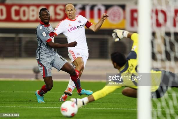 Arjen Robben of Muenchen tries to score against goalkeeper Amine LecomteAddani of Lekhwiya during the international friendly match between Lekhwiya...