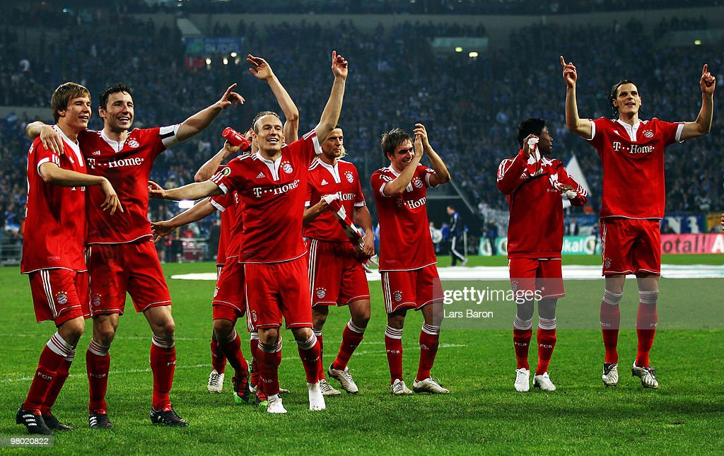 <a gi-track='captionPersonalityLinkClicked' href=/galleries/search?phrase=Arjen+Robben&family=editorial&specificpeople=194740 ng-click='$event.stopPropagation()'>Arjen Robben</a> of Muenchen (3rd from left), who scored the winning goal, celebrates with his team mates after winning the DFB Cup semi final match between FC Schalke 04 and FC Bayern Muenchen at Veltins Arena on March 24, 2010 in Gelsenkirchen, Germany.