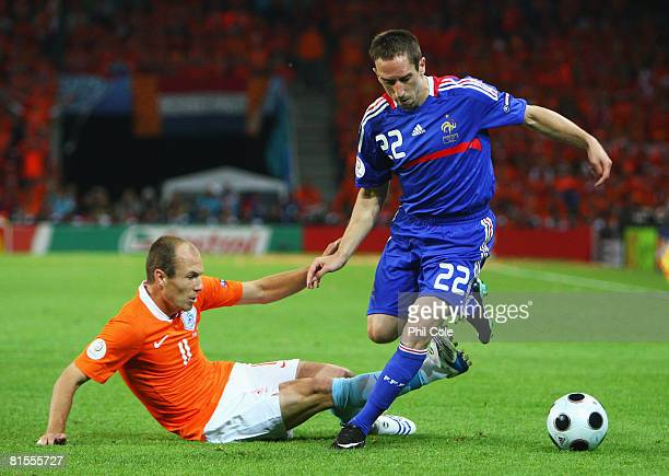 Arjen Robben of Netherlands challenges Franck Ribery of France during the UEFA EURO 2008 Group C match between Netherlands and France at Stade de...