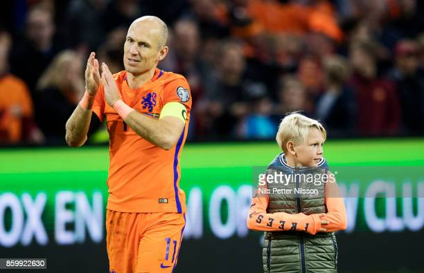 Arjen Robben of Netherlands cheers to the fans toghether with his children during the FIFA 2018 World Cup Qualifier between Netherlands and Sweden at...