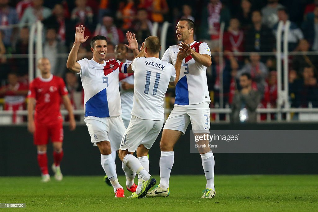 Arjen Roben of Netherlands celebrates his goal against Turkey with teammates Ron Vlaar (L) and Daley Blind during FIFA 2014 World Cup Qualifier match at the Sukru Saracoglu Stadium on October 15, 2013 in Istanbul, Turkey.