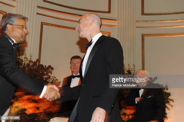Arjun Gupta Bill Mayer Jeff Bezos and Francis Hoffman attend The Aspen Institute 26th Annual Awards Dinner at The Plaza Hotel on November 5 2009 in...