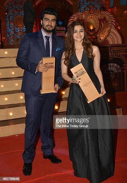 Arjun Kapoor and Alia Bhatt at Big Star Entertainment Awards 2014 in Mumbai