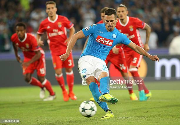 Arkadiusz Milik of Napoli scores his tem's third goal with penalty during the UEFA Champions League match between SSC Napoli and Benfica at Stadio...