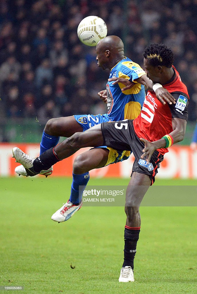 Arles Avignon's striker Haminu Draman (L) fights for the ball with Rennes' Ghanaian defender John Boye during the French League Cup football match Rennes against Avignon on October 30, 2012 at the route de Lorient stadium in Rennes, western France. AFP PHOTO / DAMIEN MEYER