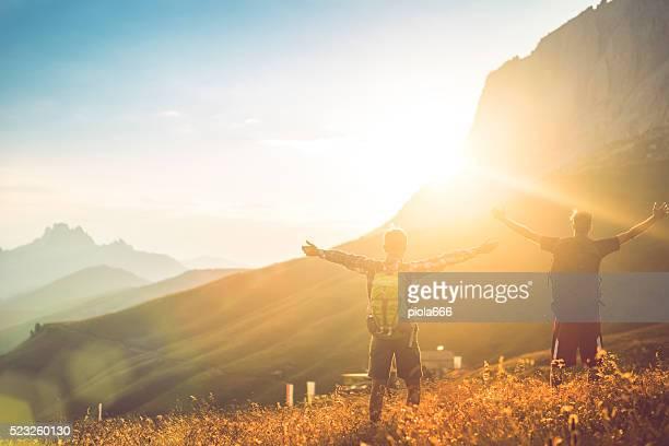 Braccia sollevate al Dolomiti