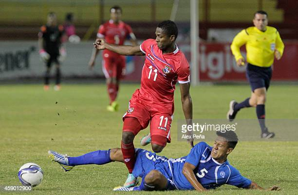 Armando Cooper of Panama fights for the ball with Alex Mendoza of El Salvador during a friendly match between El Salvador and Panama at Cuscatlan...