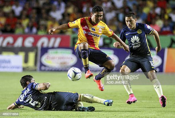 Armando Zamorano of Morelia vies for the ball with Pablo Aguilar and Javier Guemez of America during their Mexican Apertura 2015 tournament football...