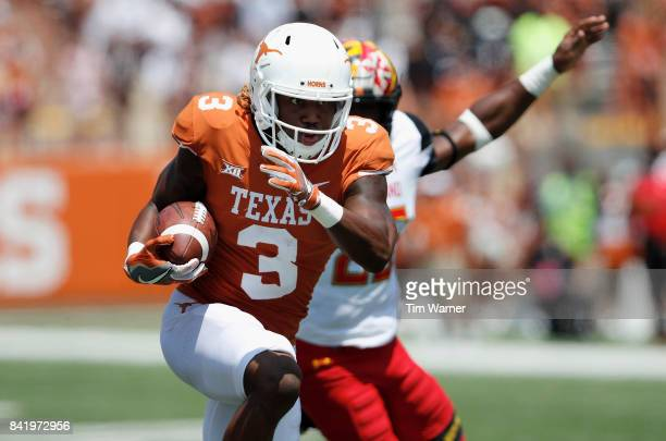 Armanti Foreman of the Texas Longhorns catches a pass for a touchdown in the third quarter against the Maryland Terrapins at Darrell K RoyalTexas...
