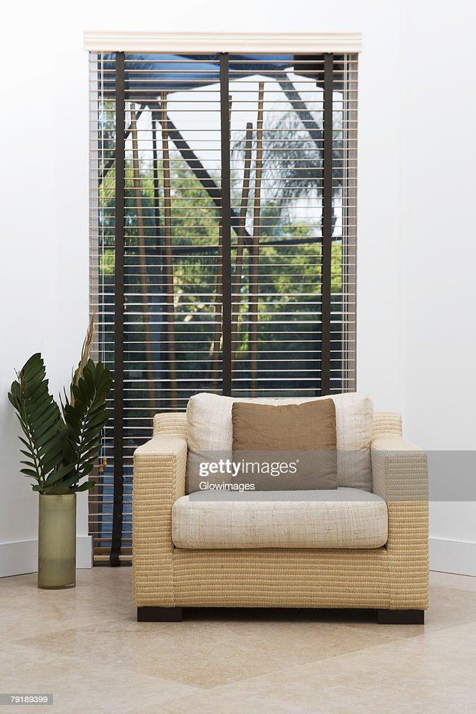 Armchair in front of a window : Foto de stock