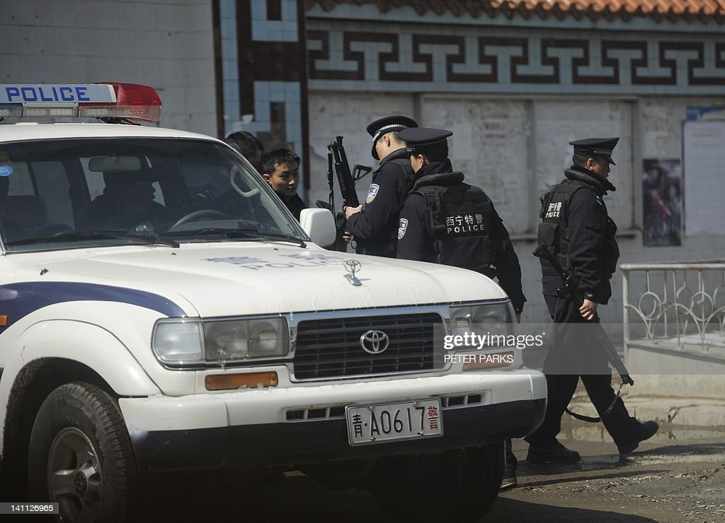 Armed Chinese police get ready to patrol a street in the county town of Banma in China's northwest Qinghai province on March 10, 2012. Chinese President Hu Jintao stressed the need to maintain stability in Tibet as he met legislators from the restive region, following a spate of self-immolations in Tibetan-inhabited areas. AFP PHOTO/Peter PARKS
