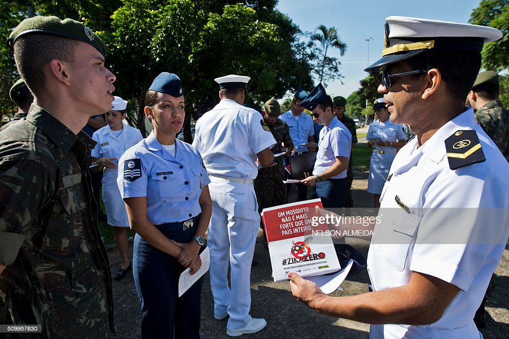 Armed forces personnel receive instructions during an awareness campaign on the day of national mobilization against the Aedes aegypti mosquito that transmits dengue and chikungunya fever and zika virus, in Sao Paulo, Brazil on February 13, 2016. Some 220,000 members of the armed forces have been deployed to visit 3 million homes throughout Brazil during the day. AFP PHOTO / Nelson ALMEIDA / AFP / NELSON ALMEIDA