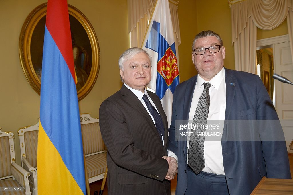 Armenian Foreign Minister Eduard Nalbandyan (L) meets Finnish Foreign Minister Timo Soini on May 2, 2016, in Helsinki, Finland. / AFP / Lehtikuva / Martti Kainulainen / Finland OUT